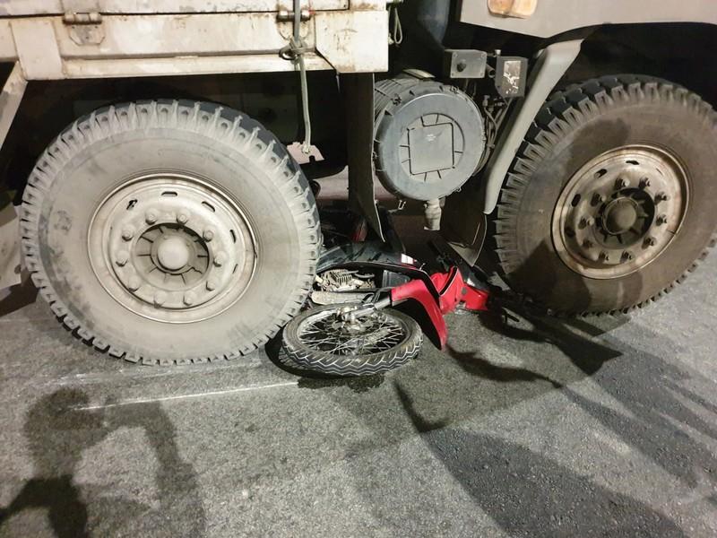 Nam thanh niên tại Bình Dương bị xe tải kéo lê trên đường  - ảnh 2