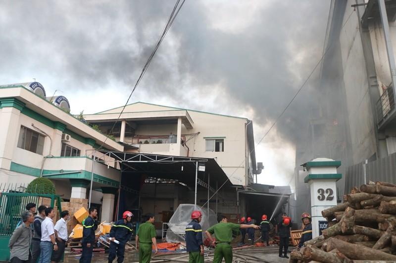 Bình Dương: Công ty bánh kẹo bốc cháy dữ dội - ảnh 2