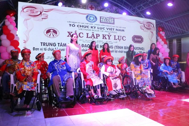 Người khuyết tật và công nhân được tổ chức đám cưới miễn phí - ảnh 1
