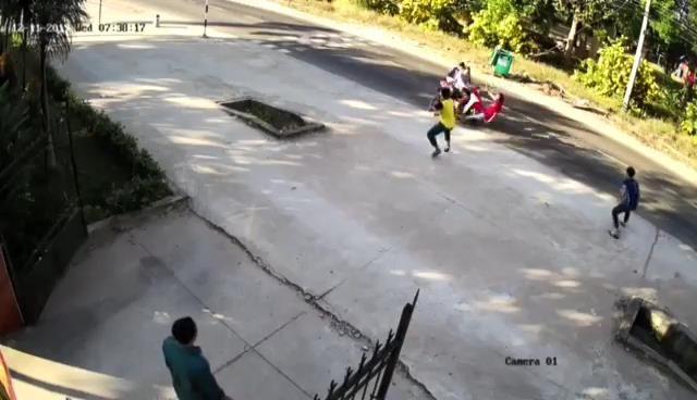 2 nghi phạm cướp giật tông gãy chân phó công an xã - ảnh 1