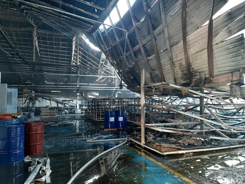 Công ty gỗ ở Bình Dương bị cháy trong ngày làm việc cuối năm - ảnh 3