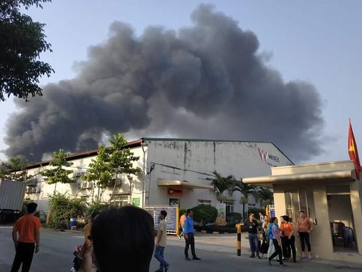 Công ty gỗ ở Bình Dương bị cháy trong ngày làm việc cuối năm - ảnh 1