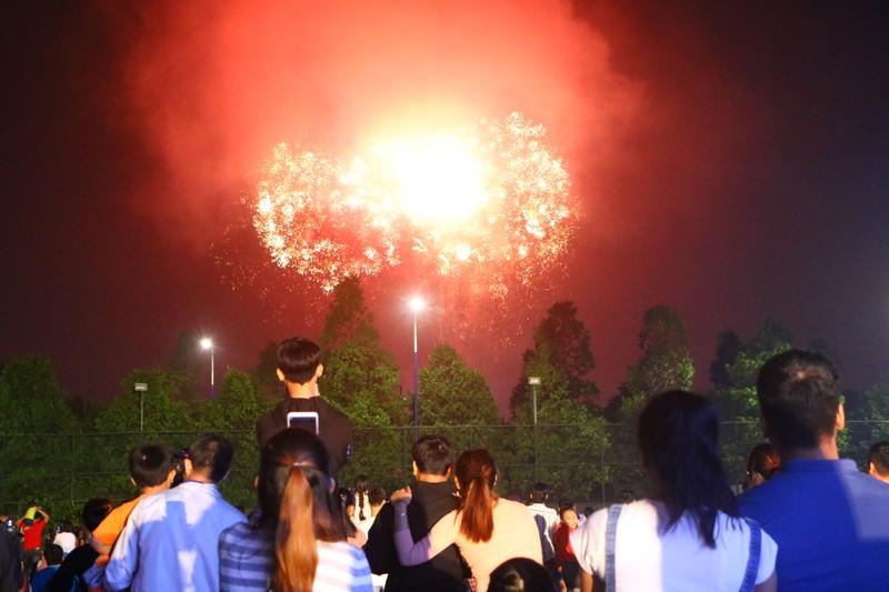 9 địa phương ở Bình Dương đều bắn pháo hoa chào mừng năm mới - ảnh 1