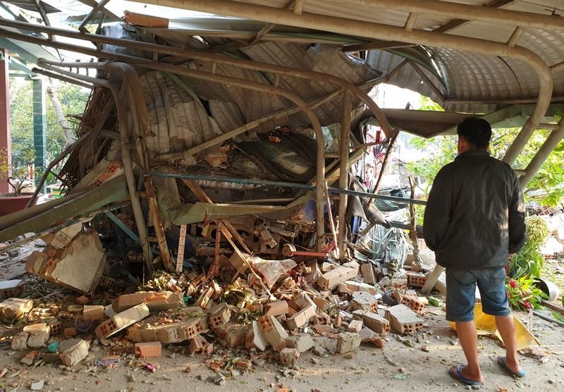 Ô tô tông nhau ở Bình Dương: 3 người chết, nhà dân bị sập - ảnh 3