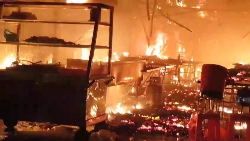 Quán cơm bị cháy, chủ quán đứng nhìn trong tuyệt vọng - ảnh 3