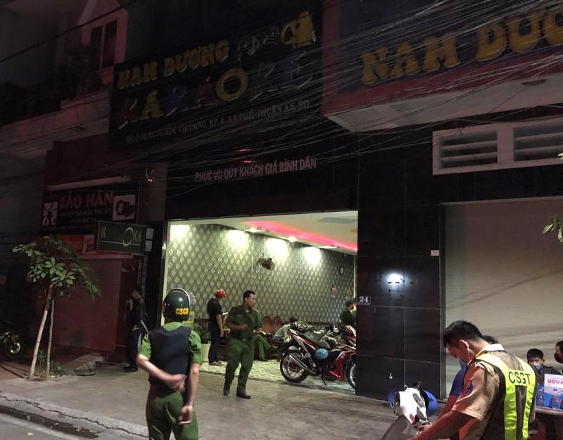 Hàng chục thanh niên phê ma túy trong karaoke ở Bình Dương - ảnh 1