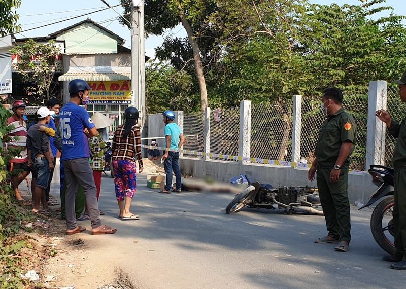 Bình Dương: Lao xe máy vào hàng rào, nạn nhân tử vong - ảnh 1