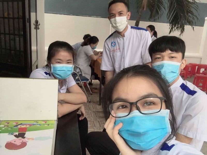 47 sinh viên trường y tình nguyện vào khu cách ly chống dịch - ảnh 4