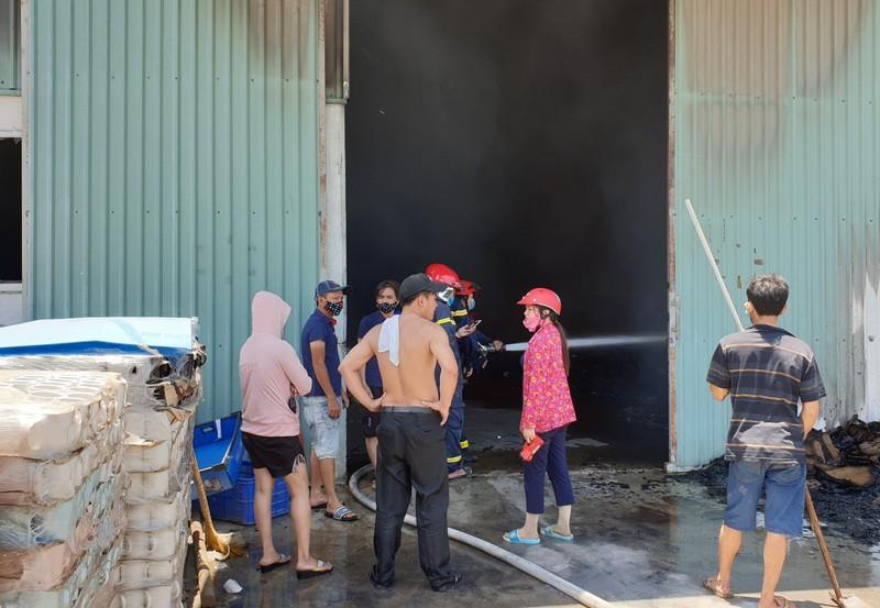 1 công ty sản xuất đồ gốm ở Bình Dương bốc cháy dữ dội - ảnh 3