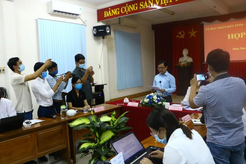 Bình Phước họp báo vụ lãnh đạo HĐND huyện cự cãi đo thân nhiệt - ảnh 3