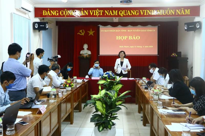 Bình Phước họp báo vụ lãnh đạo HĐND huyện cự cãi đo thân nhiệt - ảnh 1