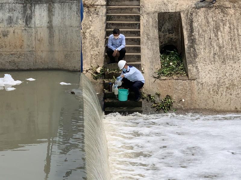 Bình Dương: Nước ô nhiễm vượt chuẩn 75 lần, cá chết hàng loạt - ảnh 3