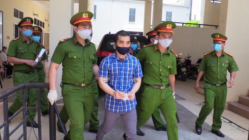 Tài xế đặt bom khủng bố Cục Thuế Bình Dương bị 11 năm tù - ảnh 2