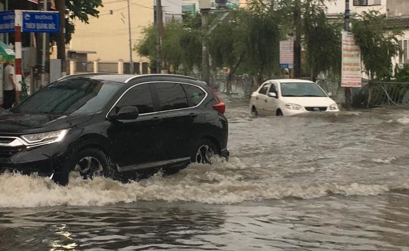 Bình Dương: Mưa đầu mùa khiến nhà sập, đường phố ngập  - ảnh 4