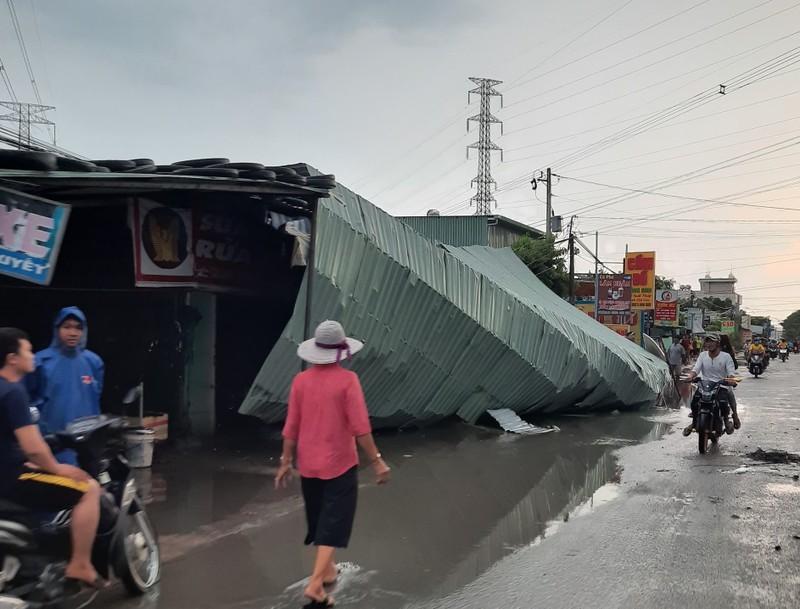 Bình Dương: Mưa đầu mùa khiến nhà sập, đường phố ngập  - ảnh 1