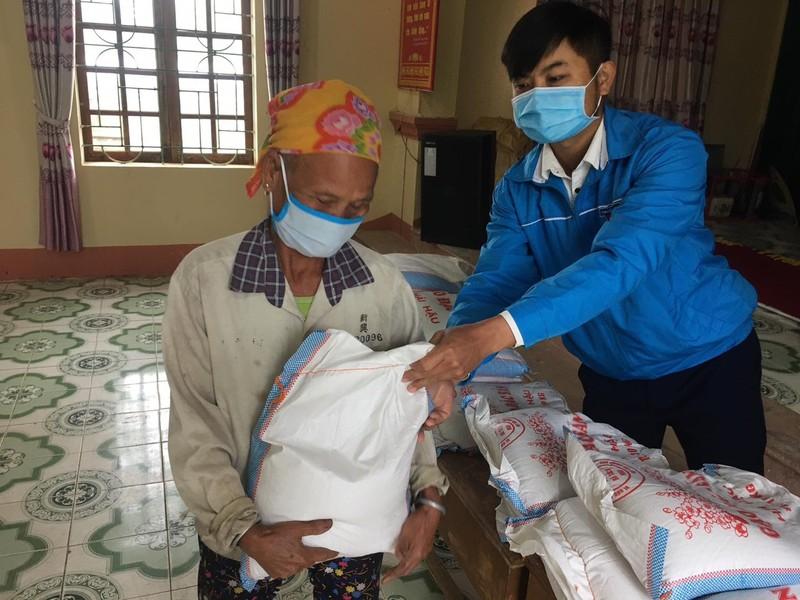 Trăm ngàn phần quà đến tay người nghèo trong dịch COVID-19 - ảnh 2