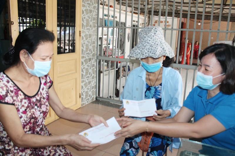 Trăm ngàn phần quà đến tay người nghèo trong dịch COVID-19 - ảnh 1
