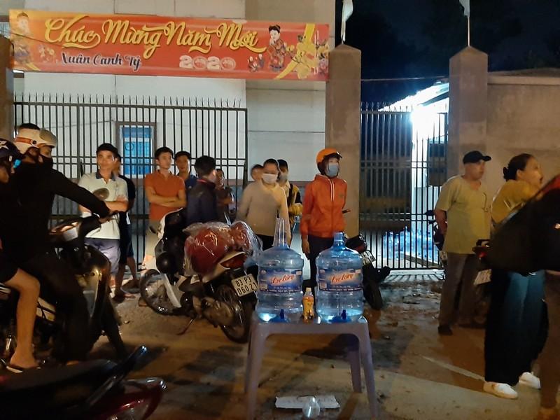 Nửa đêm, người dân vật vã vì kẹt xe trên cầu Phú Cường - ảnh 10