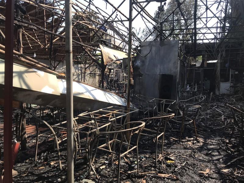 Quán cà phê tại Bình Dương bị lửa thiêu rụi - ảnh 2