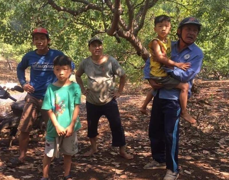 Tìm thấy 2 trẻ sinh đôi mất tích ở Bình Phước trong chòi lá - ảnh 1