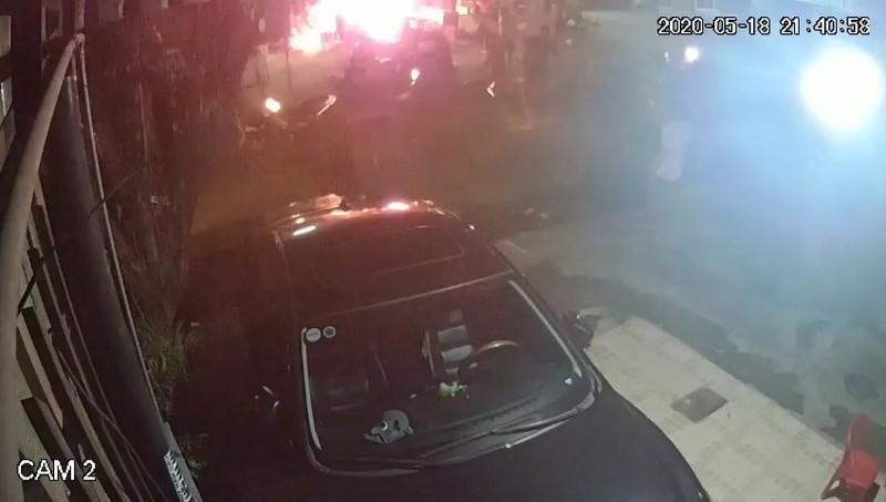 Bình Dương: 1 gia đình bị ném bom xăng, 2 bé trai bỏng nặng - ảnh 1
