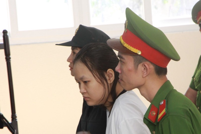 Vụ đổ bê tông giấu xác: Cha của nữ chủ mưu khóc, xin lỗi - ảnh 1
