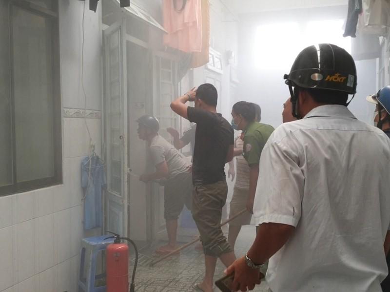 Bình Dương: Nam thanh niên đốt phòng trọ, cố thủ bên trong - ảnh 2