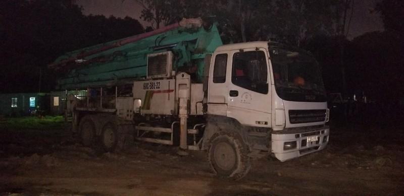 Toàn bộ TP Thủ Dầu Một mất điện vì xe tải đổ bê tông - ảnh 1