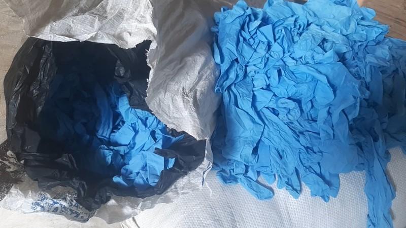 Bình Dương: 1 công ty gom hàng triệu găng tay y tế cũ để bán - ảnh 1