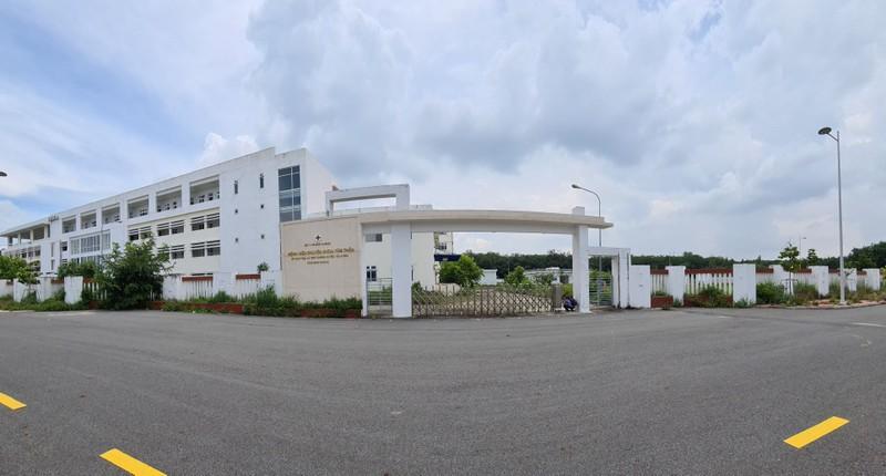 Bình Dương: Bệnh viện hàng trăm tỉ thành nơi trú ngụ của bò - ảnh 1