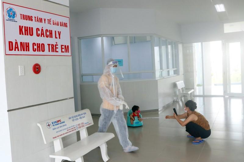 53 trẻ được cách ly ở Bình Dương khóc ngặt vì thiếu hơi mẹ - ảnh 1