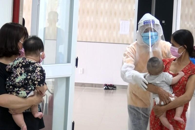 53 trẻ được cách ly ở Bình Dương khóc ngặt vì thiếu hơi mẹ - ảnh 12