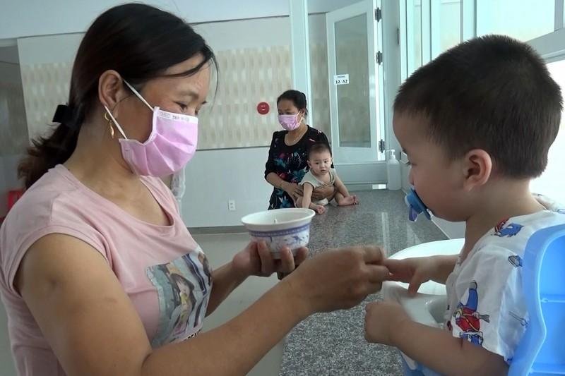 53 trẻ được cách ly ở Bình Dương khóc ngặt vì thiếu hơi mẹ - ảnh 4