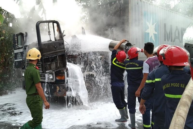 Bình Phước: Xe container bốc cháy, tài xế hoảng loạn bỏ chạy  - ảnh 1