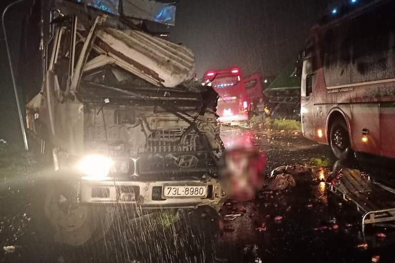Bình Phước: Tai nạn liên hoàn, 5 người thương vong - ảnh 1