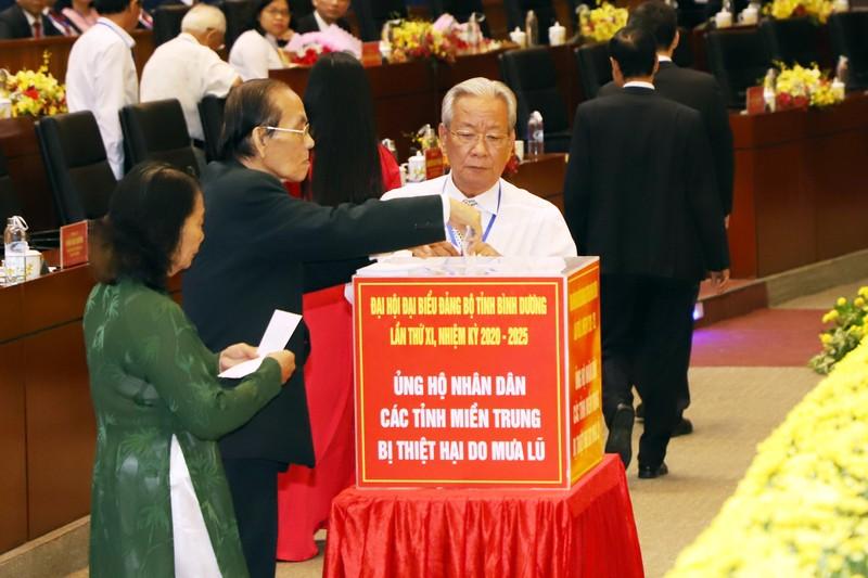Đại hội Đảng bộ Bình Dương quyên góp ủng hộ cho miền Trung - ảnh 1