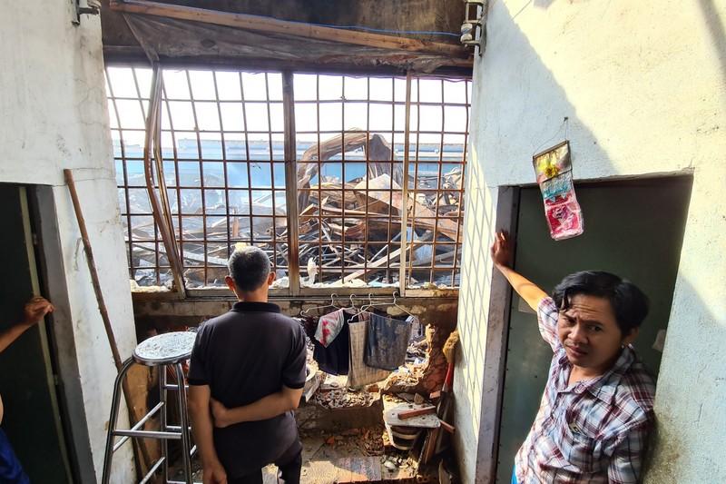 Toàn cảnh vụ cháy công ty sản xuất đồ gỗ tại Bình Dương - ảnh 11