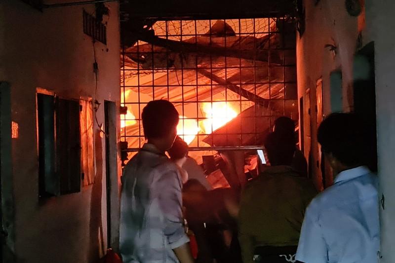 Toàn cảnh vụ cháy công ty sản xuất đồ gỗ tại Bình Dương - ảnh 6