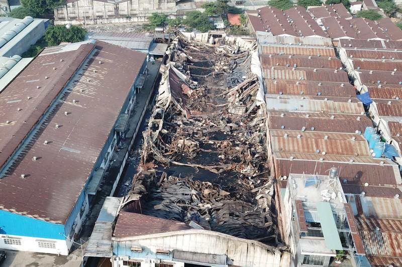 Toàn cảnh vụ cháy công ty sản xuất đồ gỗ tại Bình Dương - ảnh 8