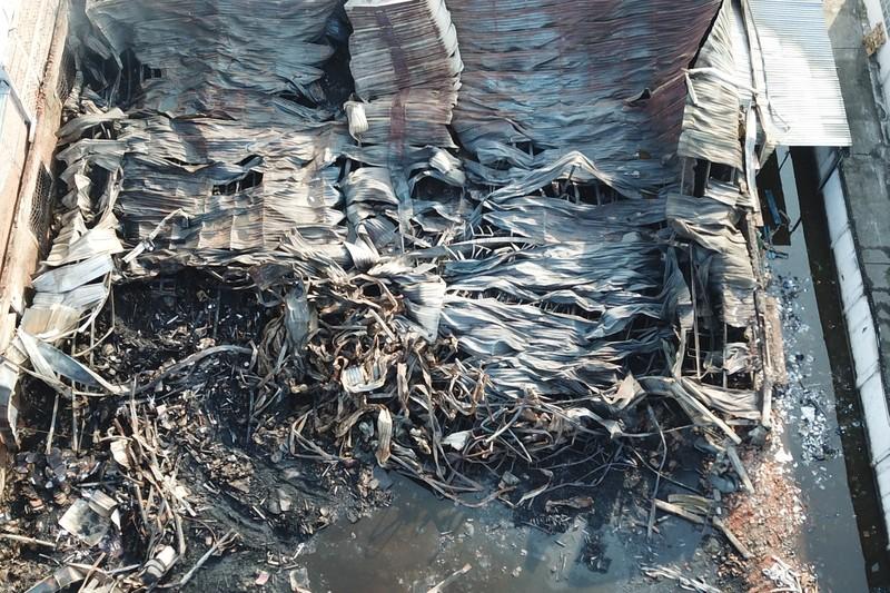Toàn cảnh vụ cháy công ty sản xuất đồ gỗ tại Bình Dương - ảnh 9