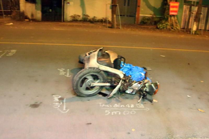 Ô tô húc văng người đi xe máy, rồi bỏ chạy - ảnh 2
