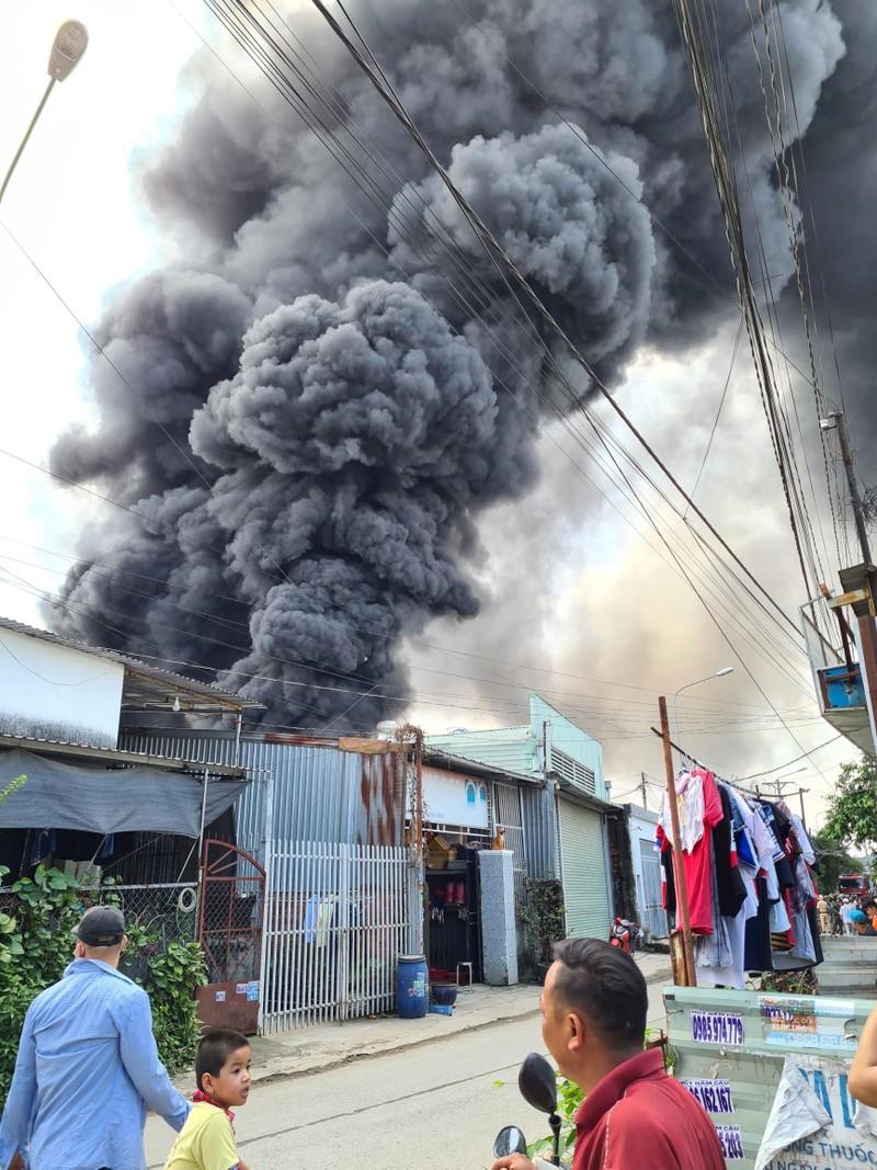 Bình Dương: Cháy lớn, cả khu dân cư hoảng loạn - ảnh 2