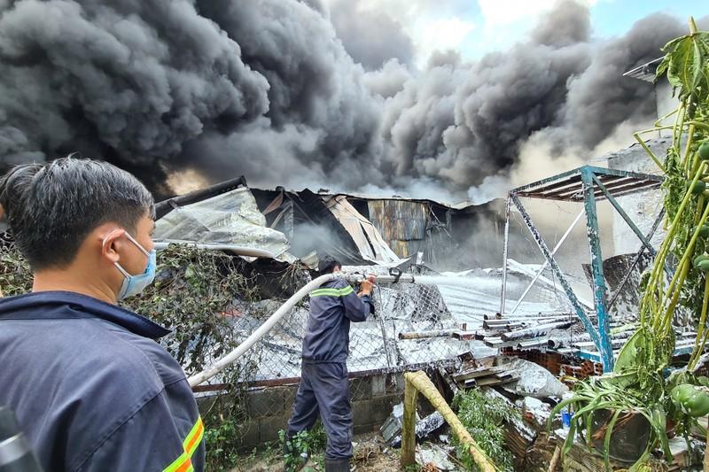 Bình Dương: Cháy lớn, cả khu dân cư hoảng loạn - ảnh 7