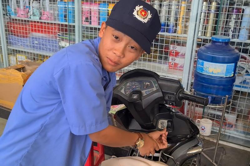 Bình Dương: Nhóm dàn cảnh cướp xe ở siêu thị - ảnh 2