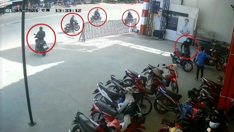 Bình Dương: Nhóm dàn cảnh cướp xe ở siêu thị - ảnh 1