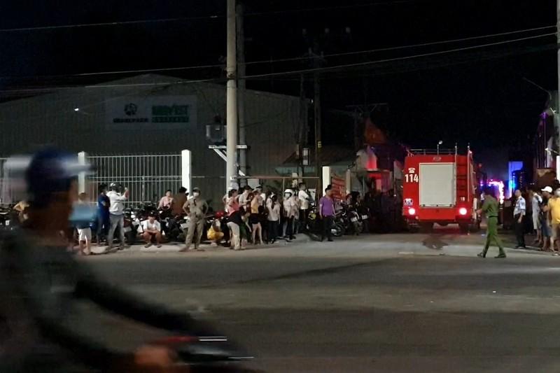 Bình Dương: Công ty nước ngoài bốc cháy, khu dân cư náo loạn - ảnh 2