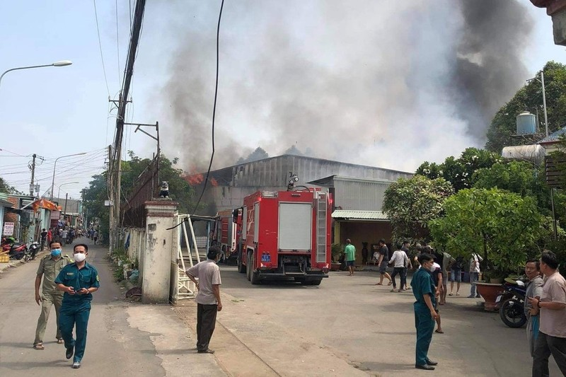 Liên tiếp 3 công ty tại Bình Dương bị cháy dữ dội - ảnh 1
