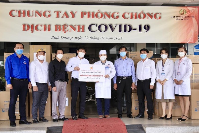 Hội Doanh nhân trẻ ủng hộ hàng chục tỉ đồng chống dịch COVID-19 - ảnh 1