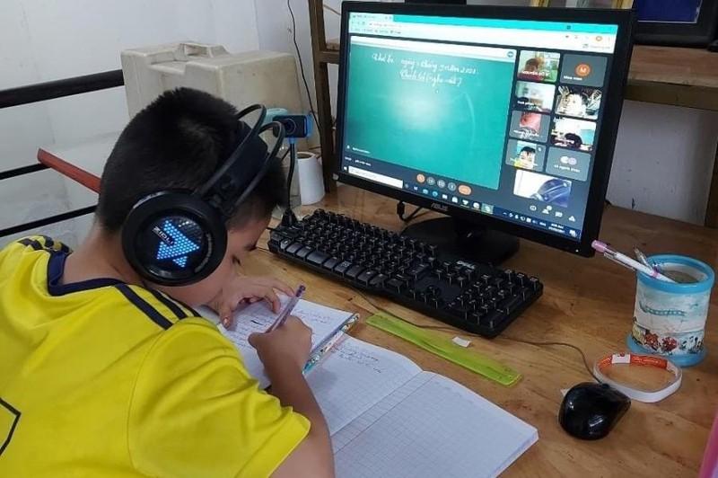 70.000 học sinh ở Bình Dương không có máy tính để học trực tuyến - ảnh 1