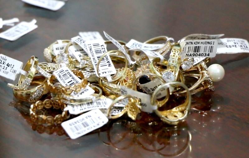 Bình Phước: Nữ nhân viên tiệm vàng trộm vàng trị giá gần 5 tỉ - ảnh 2